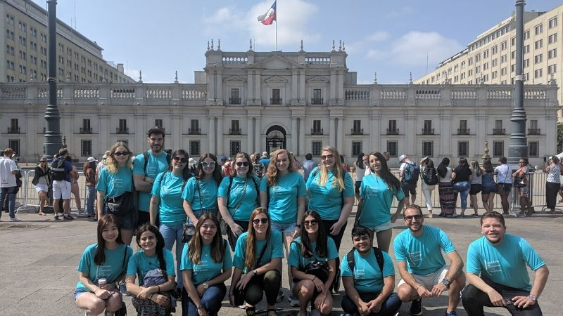 Students in front of La Moneda Presidential Palace